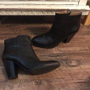 Black booties Adrienne vittadini zipper side